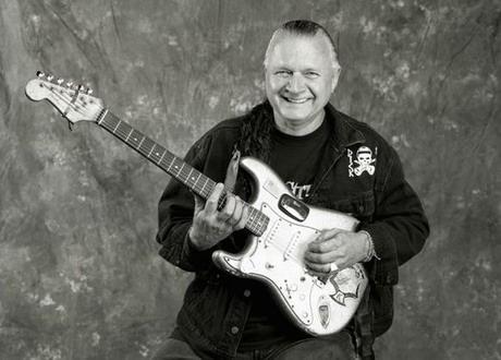 美吉他大師迪克-戴爾去世 被稱衝浪搖滾之王