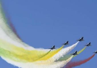 空軍航空開放活動:殲-20雙機飛行展示