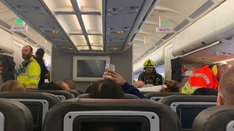 美國航班化學品泄露 機組人員當場昏迷