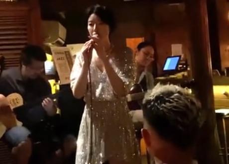 李亞鵬女友被拍到酒吧駐唱