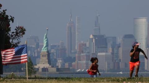 美國獨立日飛行表演編隊飛越紐約