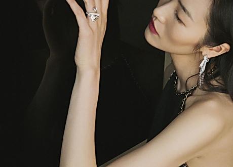 超模劉雯穿上露背裝 性感又甜美氣質迷人!