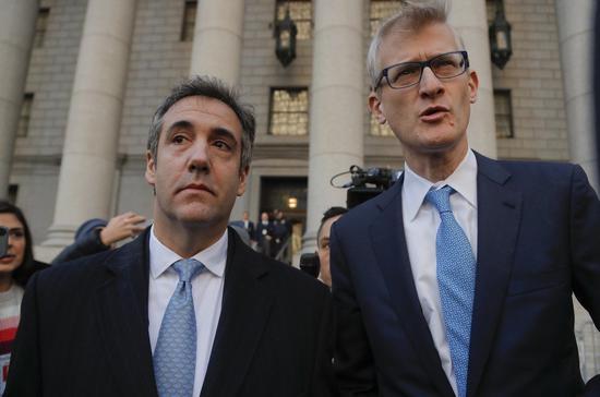 川普總統前私人律師柯恩(左)29日坦承在莫斯科川普大樓興建計劃上對國會說謊。 美聯社