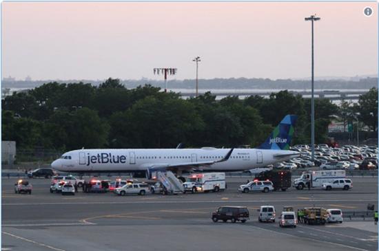 美国纽约甘迺迪机场26日传出劫机惊魂闹剧,造成机场和警方高度戒备。图撷自CNN