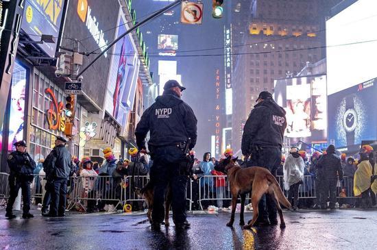 纽约市时代广场警察。 美联社