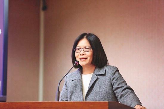 民進黨立委管碧玲被徵詢出任已經空缺一個月的教育部長一職,不過因爲還有選區補選等問...