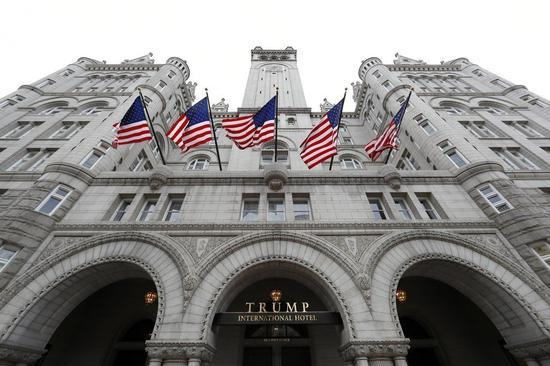 調查重心放在距白宮僅4條街的川普國際飯店(見圖)。想和川普政府搭上線的外國達官顯要以及商界人士都是這間飯店常客。美聯社
