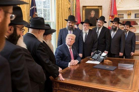 川普总统坚持维护边境安全,不惜动用否决权退回国会表决结果。(Photo on The White House)