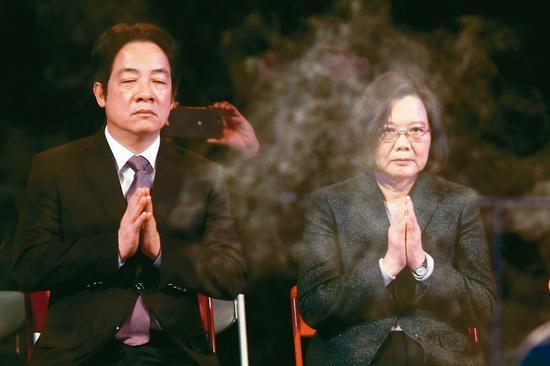 蔡英文(右)、長賴清德(左)的黨內初選之爭進入倒數關鍵時刻。圖/本報系資料照片