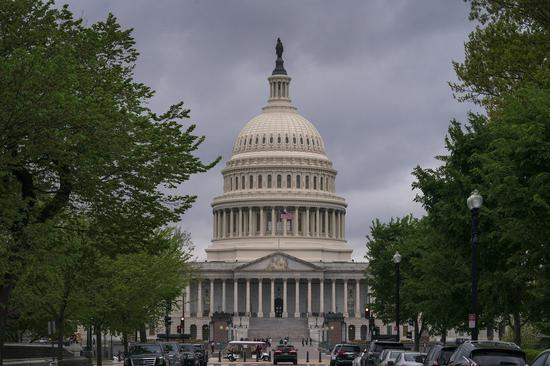 美国众议院10日以365票对65票的压倒性多数,表决通过取消绿卡配额法案,废除对各国移民绿卡数量的上限。 美联社