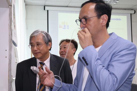 國民黨總統初選參選人朱立倫(右)。聯合報系記者胡瑞玲/攝影