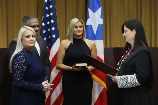 波多黎各法務部長嘉塞德(左一)7日下午5時宣誓就任總督。歐新社