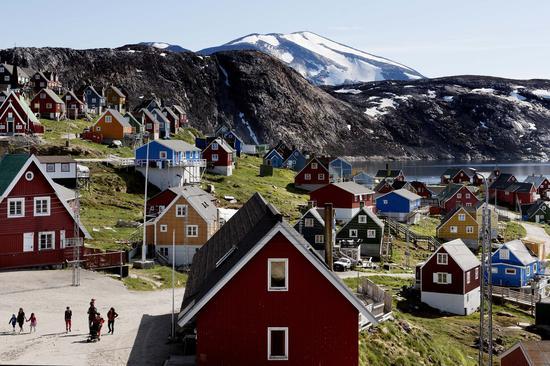 格陵兰政府表示,这个岛是非卖品,不会出售,图为格陵兰岛西部的乌佩纳维克镇。(美联社)