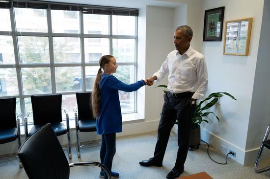 桑柏格(左)16日和美国前总统奥巴马在华府会面(法新社)
