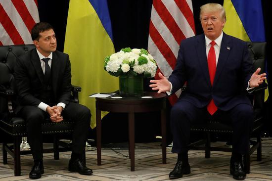 川普总统7月与乌克兰总统泽伦斯基打电话时涉嫌假公济私,引发弹劾行动 路透社