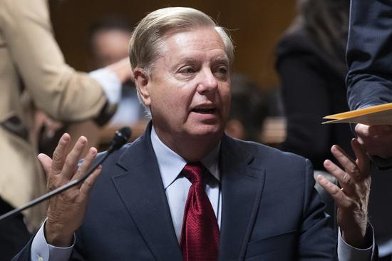 联邦参议员葛理汉(Lindsey Graham)批评,民主党人为了一通电话就想弹劾川普「真是疯狂」 欧新社