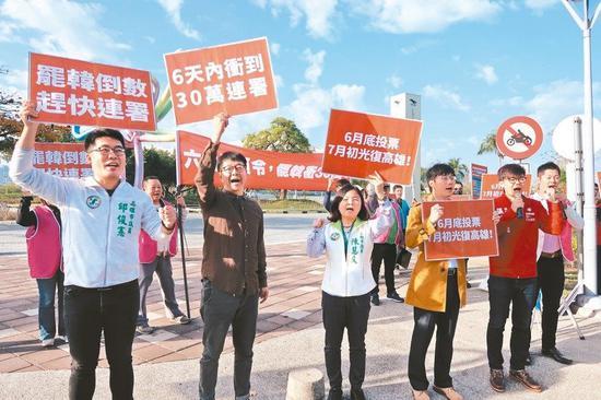 罷韓團體昨公佈二階段連署書份數累計已23萬753份,超過法定基本門檻22.8萬份。 記者蔡容喬/攝影