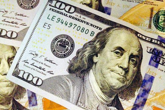 紐時報導,川普新規將有利於有錢人拿綠卡,且每年可爲納稅人節省22.7億美元。 美聯社