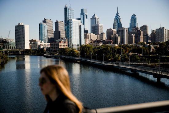 費城市成爲美國第一個禁止無現金商店的大城。 美聯社