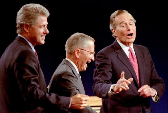 柯林顿、裴洛、老布什(由左至右)曾在1992年美国总统大选期间同台辩论。美联社