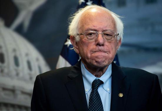 對2016黨內初選無法釋懷,桑德斯支持者認爲民主黨建制派暗中破壞。 法新社