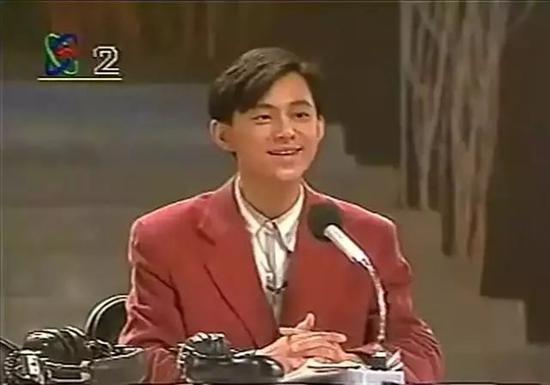 △ 1994年何炅自編自導自演小品《滲透》