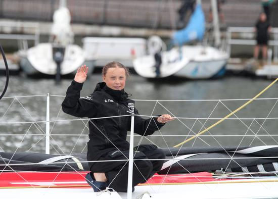 16岁的桑柏格为了呼吁美国总统川普停止对大自然的战争,花了15天搭帆船横越大西洋...