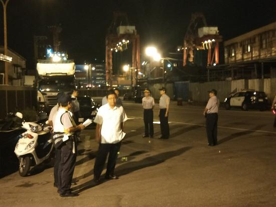 核四燃料棒凌晨起运至港口码头。记者游明煌/摄影
