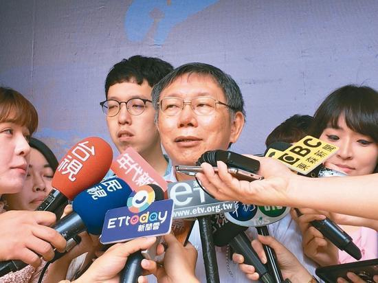 台北市长柯文哲昨天参加国立阳明大学毕业典礼,否认与蔡英文密会。 记者魏莨伊/摄影