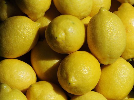 根据Limoneira,一箱巨无霸柠檬的售价是18美元,一般尺寸的柠檬售价则为30美元网路照片