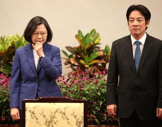 行政院前院長賴清德(右)登記民進黨初選,挑戰蔡英文。 本報系資料照片