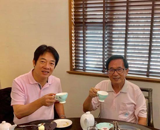 赖清德与陈水扁一起喝下午茶 两人上衣撞色。图/陈致中提供