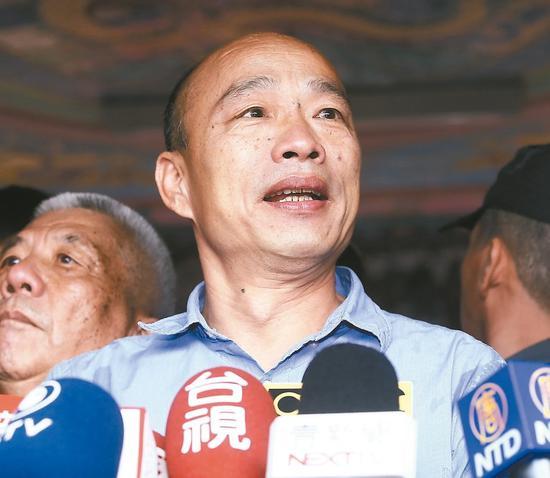 国民党总统参选人韩国瑜网路声量仍第一, 今天上午前往南投竹山克明宫参拜。 记者黄仲裕/摄影