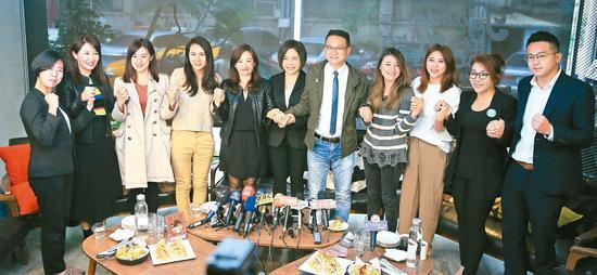 親民黨前發言人於美人(右六)昨天下午邀請各政黨發言人一起茶敘。 記者潘俊宏/攝影