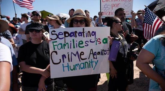 川普实施的移民零容忍政策引起了抗议和批评。 (路透)
