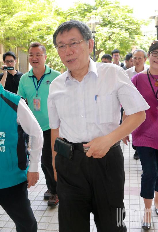 臺北市長柯文哲對於民進黨批評他的兩岸立場表示,「抹紅柯文哲」是民進黨的一貫戰術從2017年九月就開始,。記者黃義書/攝影