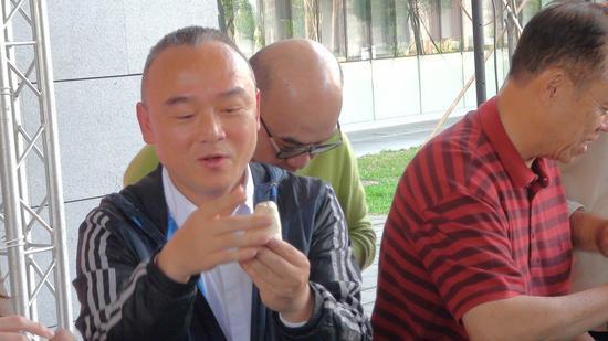 高雄市觀光局長潘恆旭日前曾因談到政治議題,引發各界議論,高雄市長韓國瑜在24日出...