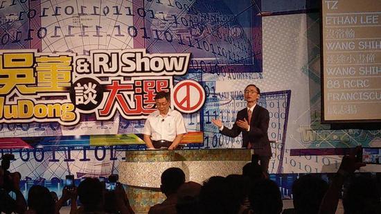 臺北市長柯文哲今晚與美麗島電子報董事長吳子嘉進行座談。記者楊正海/攝影