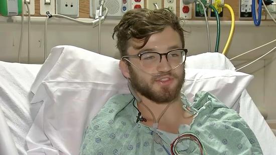 美国伊利诺州18岁少年赫根瑞德抽了约两年电子烟,8月底因肺衰竭住进加护病房NBC Chicago