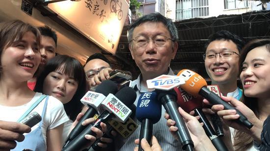 孫大千估11月中,韓國瑜與蔡英文會黃金交叉。民衆黨主席柯文哲今天下午到基隆,被問...