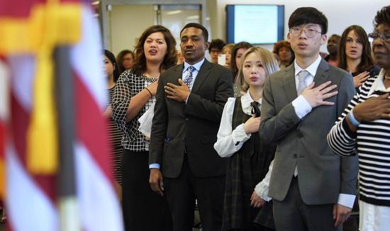 數以百萬計移民受困職業移民申請程。 法新社