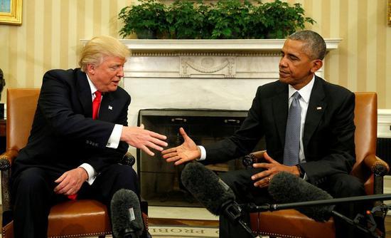 美國總統川普(左)、前總統奧巴馬。 路透社