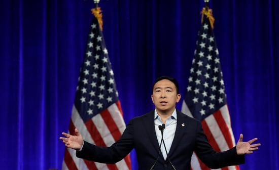 角逐美国民主党总统提名的台湾移民之子杨安泽 美联社