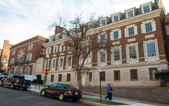 首富貝佐斯DC豪宅裝修期間,違停罰單付逾1.6萬。 getty image