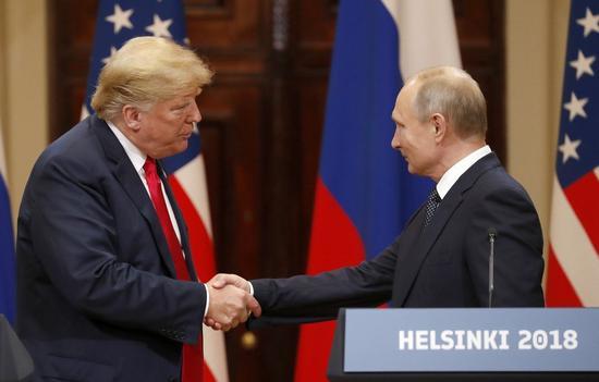 美國總統川普30日突然取消與俄羅斯總統普京在阿根廷的會談,表達他不同意俄國對待烏克蘭的方式,?美俄關係新增不穩定性。圖?兩人今年七月在赫爾辛基會晤。歐新社