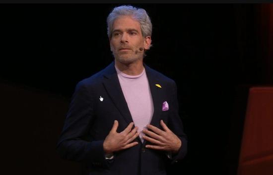 已故美國童書女作家艾美.克蘿思.羅森朵的先生,在亡妻過世後,在TED上發表有關生命終結和哀痛過程的演講,希望能協助類似處境的人。擷自TED影片