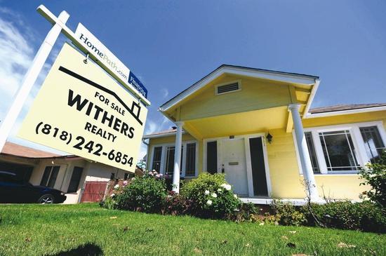 美國新屋、成屋銷售及新屋開工率齊降,顯示房市降溫,可能拖慢經濟成長。 法新社