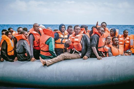 川普政府提出羁押无证移民家庭的新建议,将允许联邦部门继续把非法移民家长及其子女关在一起。 欧新社资料照