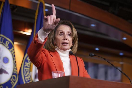 剛在美國期中選舉後奪回衆院多數席的民主黨,其衆院領袖波洛西(Nancy Pelosi)原本有望重回議長之位,但黨內16名議員19日齊發聲,誓言將投票反對。 美聯社