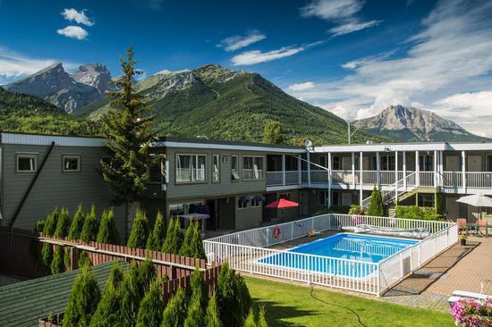 粉山的度假飯店。取自訂房網站